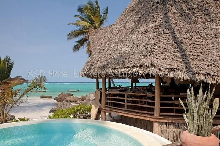 Neues 5-Sterne Luxus Bungalow Beach Resort am Strand auf der Insel Sansibar vor Tansania z...