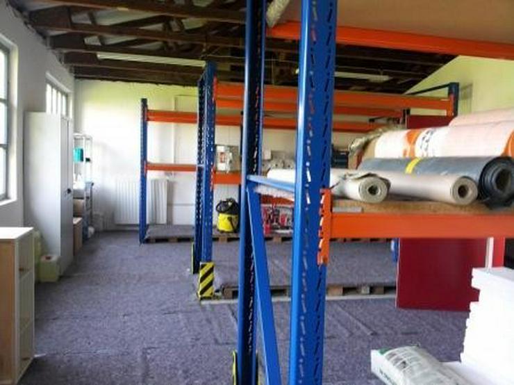 Saubere Halle mit gepflegtem Büro