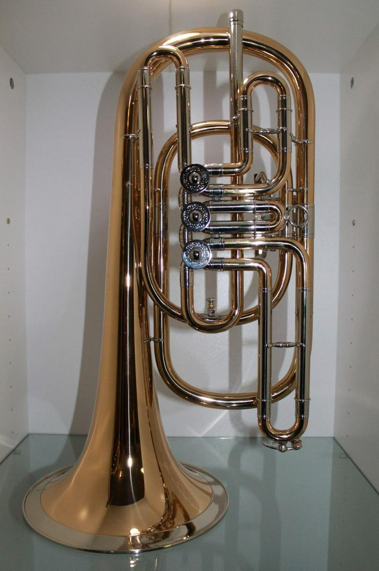 Bild 2: Luxus Basstrompete in Bb. Goldmessing, Handarb.