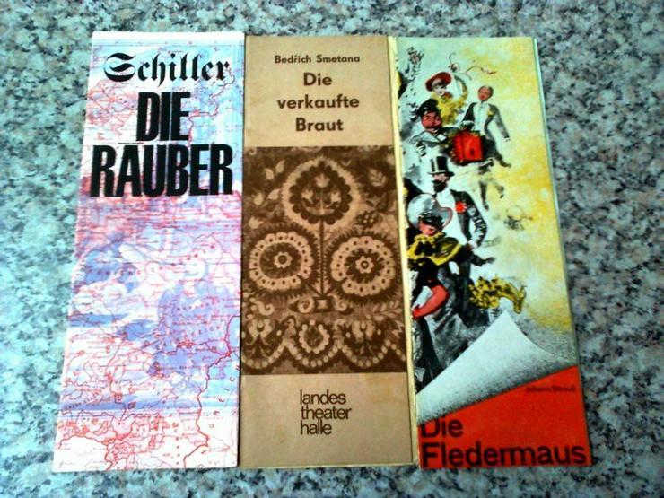 Hefte von Oper, Operette und Musical