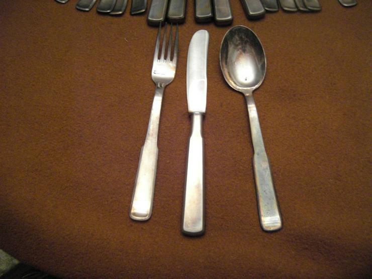 Bild 4: Silberbesteck mit 100 Auflage und Krone