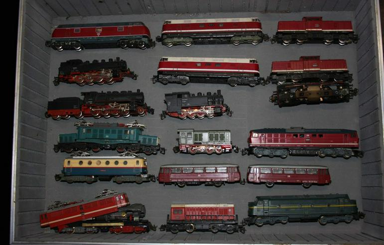 Modelleisenbahnteile, Loks, Wagen, Gebäude etc.