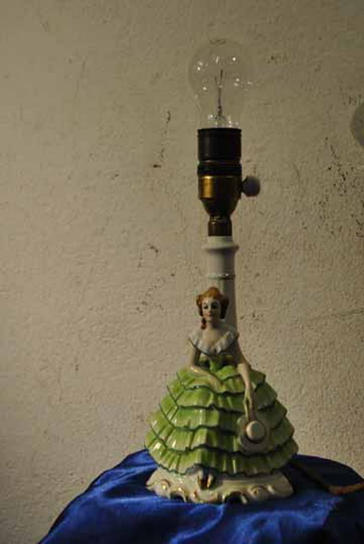 Art Deco Tischlampe aus feinem Porzellan / figü