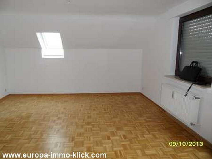 Bild 2: 3 ZKBB DG. Wohnung Balkon, Stellplatz, Steinkreuzstr.. 32423