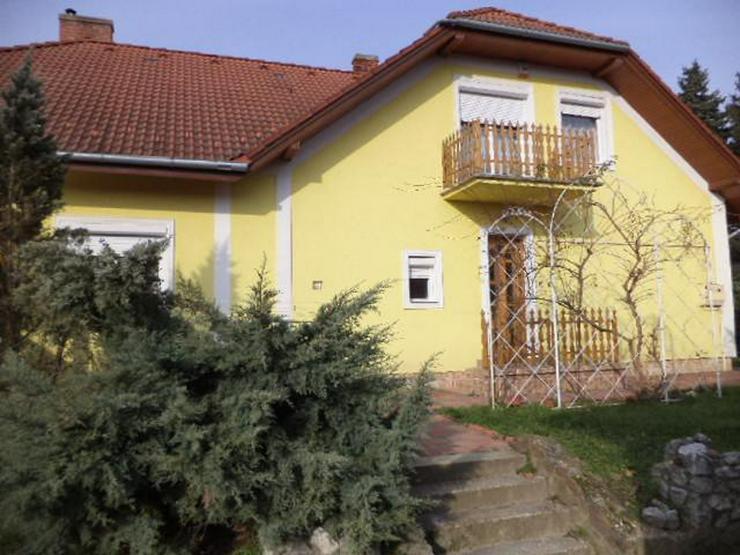Famillienhaus mit Nebengebaude und grossem Hof zu verkaufen in West Ungarn in der nahe Bal...