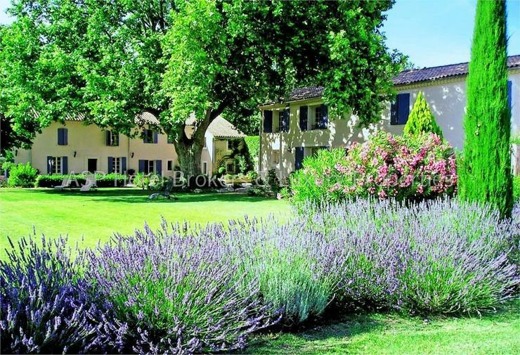 Bild 4: Exclusives romantisches Provence Herrenhaus mit einigen Gästesuiten in der Nähe von Avig...