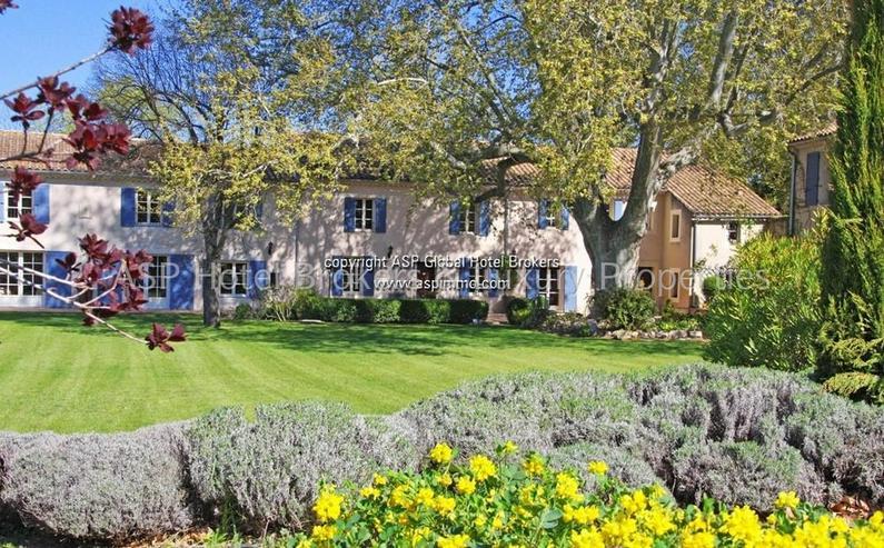 Exclusives romantisches Provence Herrenhaus mit einigen Gästesuiten in der Nähe von Avig...