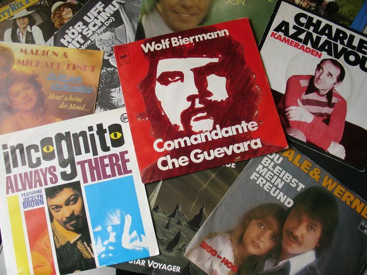 Singles-Schallplatten Paket mit 50 Scheiben