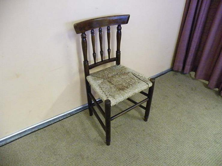 Schöner alter Holzstuhl / Stuhl - Sitzfläche au