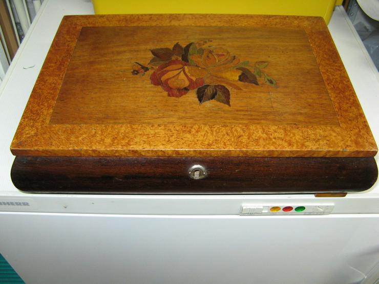 Alte Holzkassette