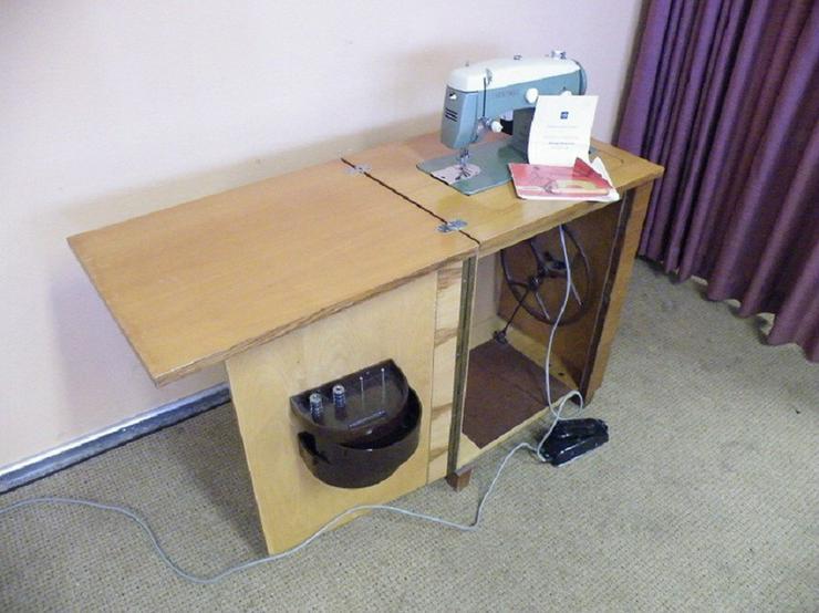 Nähmaschine mit Nähschrank VEB Nähmaschinenwerk