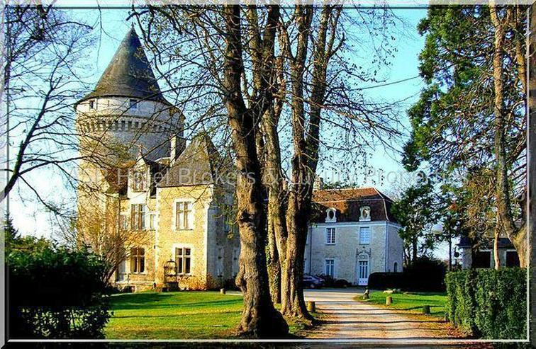 Das prachtvolle Schloss / Schlosshotel Château de Bouesse südlich von Paris - Orleans is...