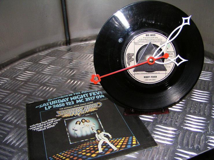 Single Uhr Schallplatte Bee Gees / Night Fever