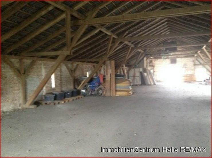 Bild 5: Lagerhalle an der A14, im Norden von Halle !