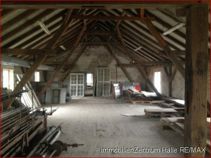 Bild 4: Lagerhalle an der A14, im Norden von Halle !