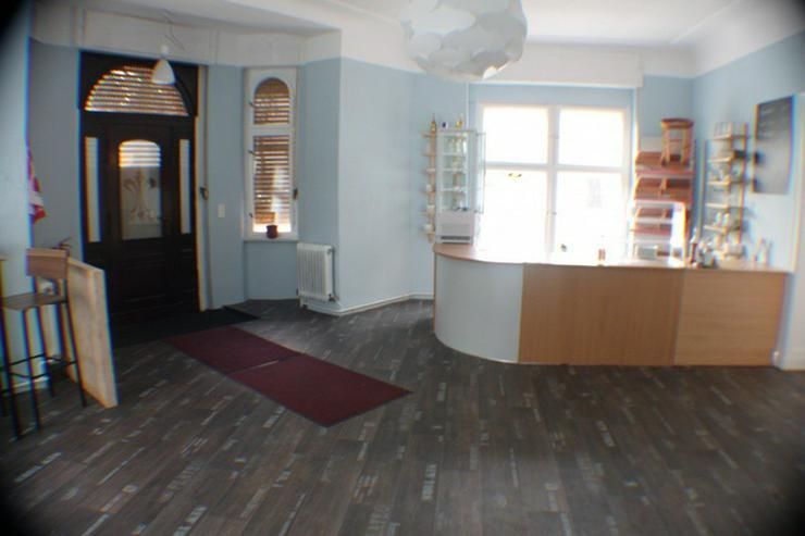 Bild 6: Gew.-R./Außenbereich Café,Gastst. Bäckerei -Eisdiele.  Denkmalschutz