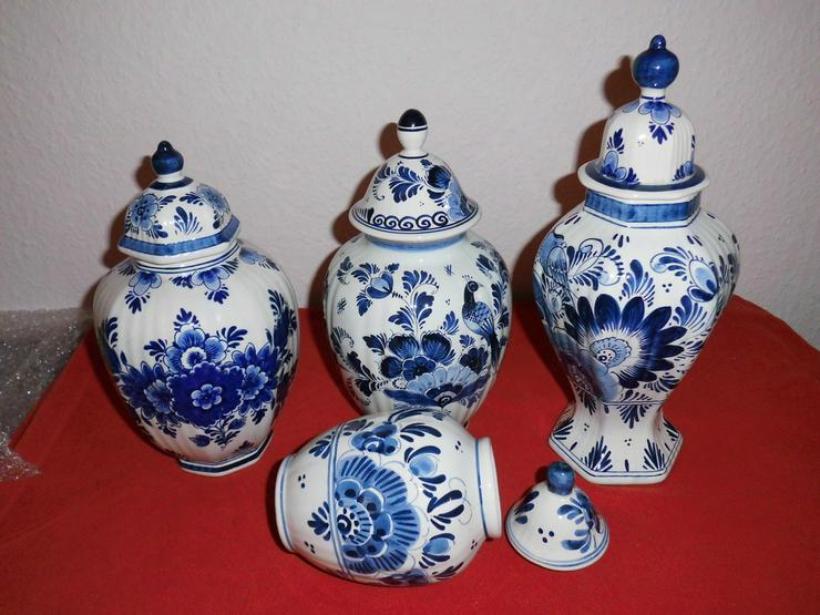 Set 4 Deckelvasen  weißblau mit Muster