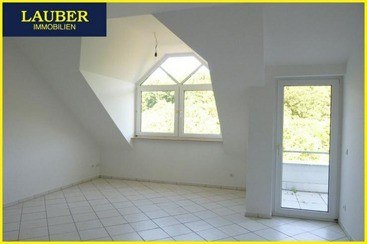 Bild 2: LAUBER IMMOBILIEN: Schöne 2-Zi.-DG-ETW in gepflegtem Mehrfam.-Haus in Hirzenhain