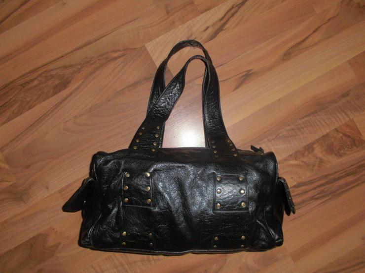 Schwarze Leder Damen Handtasche mit Nieten