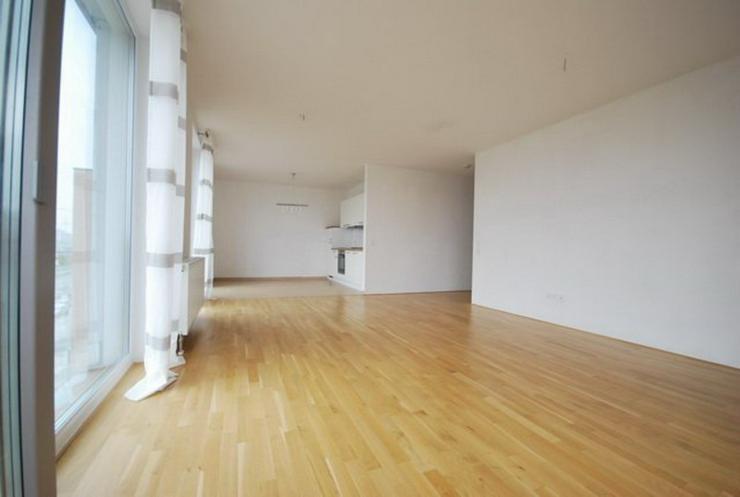 Bild 2: Zwei Monate mietfrei ! Lichtdurchflutete 3 Zimmer- Neubau-Wohnung mit zwei Bädern und Wes...