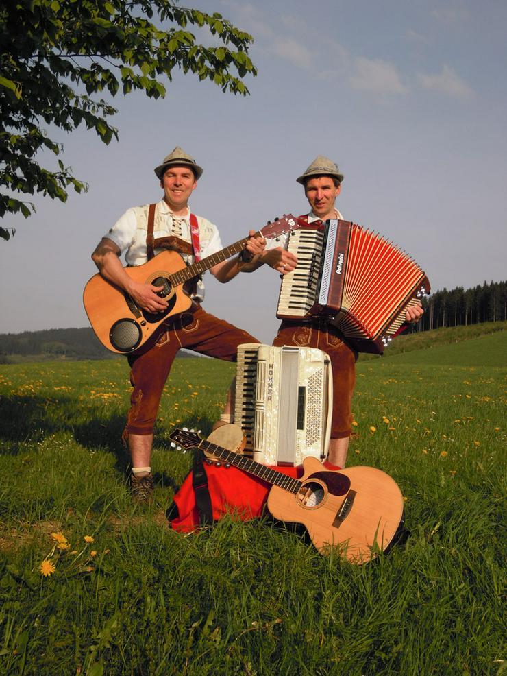 Volksmusik BAYERDUO mit Akkordeon und Gitarre