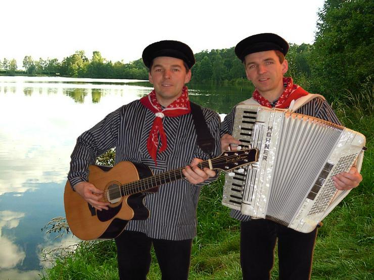 Bild 2: Volksmusik BAYERDUO mit Akkordeon und Gitarre