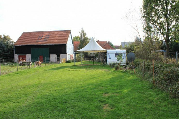 Bild 6: Bauernhaus im Elefantendorf Platschkow - ländliche Idylle