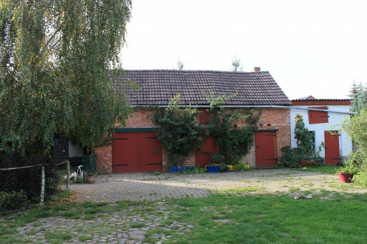 Bild 5: Bauernhaus im Elefantendorf Platschkow - ländliche Idylle