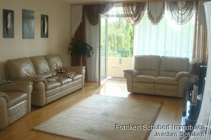 wunderschöne und top-gepflegte 3 Zimmer-Wohnung mit 2 Balkonen und EBK. Katze erlaubt. - Bild 1