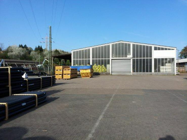 Bild 4: Kalthalle mit großer Freifläche und Büro, guter Zustand