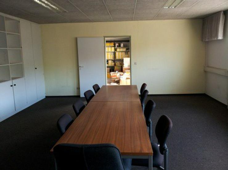 Bild 13: Firmensitz mit Büro, Kalthalle befestigte Außenfläche