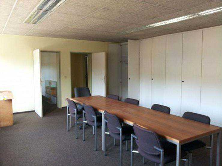 Bild 17: Firmensitz mit Büro, Kalthalle befestigte Außenfläche
