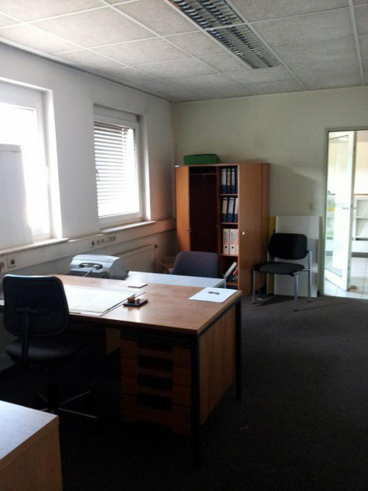 Bild 12: Firmensitz mit Büro, Kalthalle befestigte Außenfläche