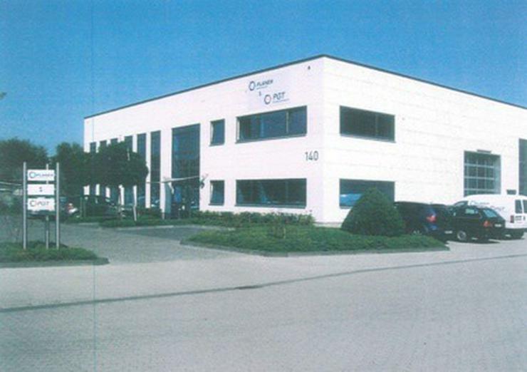 Bild 2: Halle, Neubau in Autobahnnähe, Industriegebiet