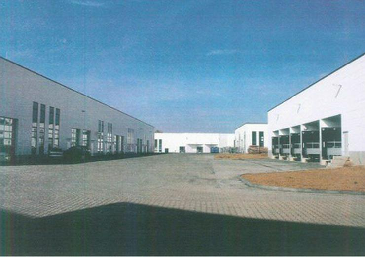 Bild 3: Halle, Neubau in Autobahnnähe, Industriegebiet