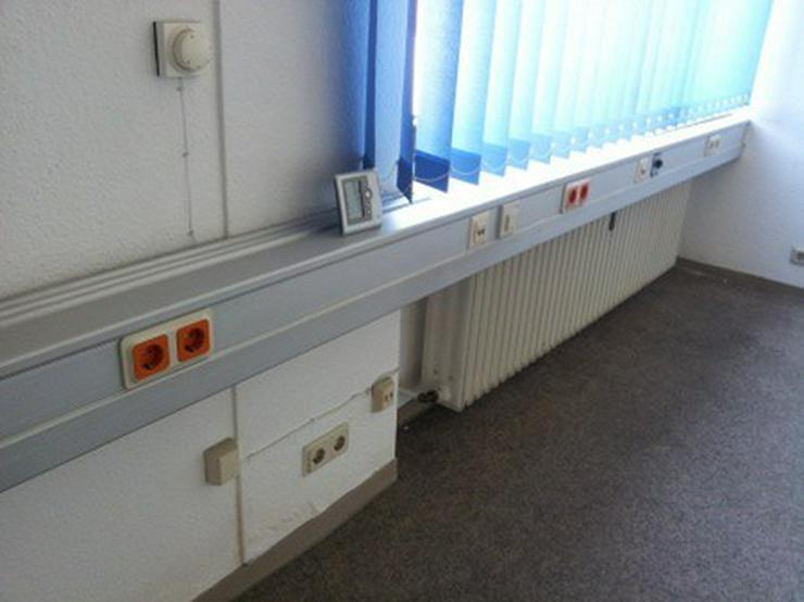 Bild 6: Hallenfläche mit Rampe und Büro