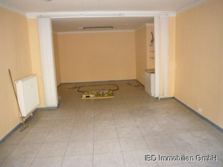 Bild 4: Ladenlokal (ehem. Fotostudio), z.Z. kleine Galerie für ortsansässige Künstler, Nähe Rh...