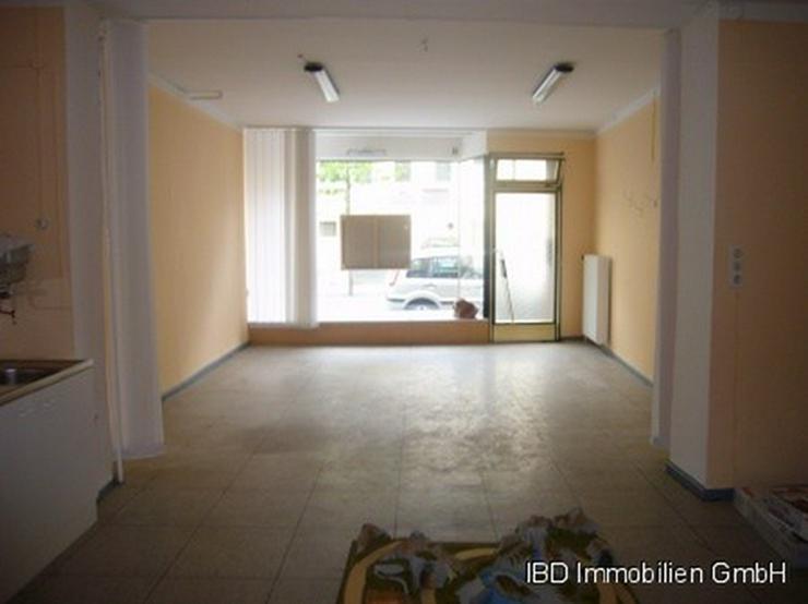 Bild 5: Ladenlokal (ehem. Fotostudio), z.Z. kleine Galerie für ortsansässige Künstler, Nähe Rh...