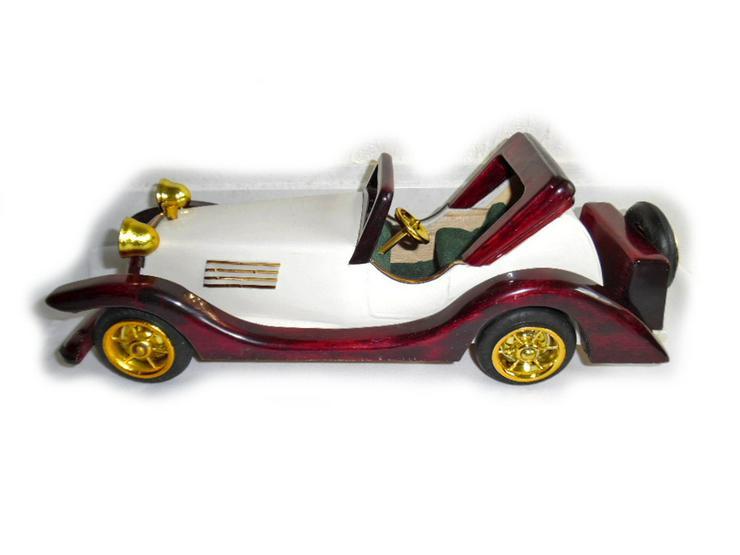 Bild 3: Schönes altes Modellauto