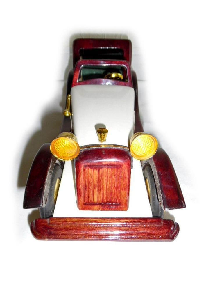 Bild 2: Schönes altes Modellauto