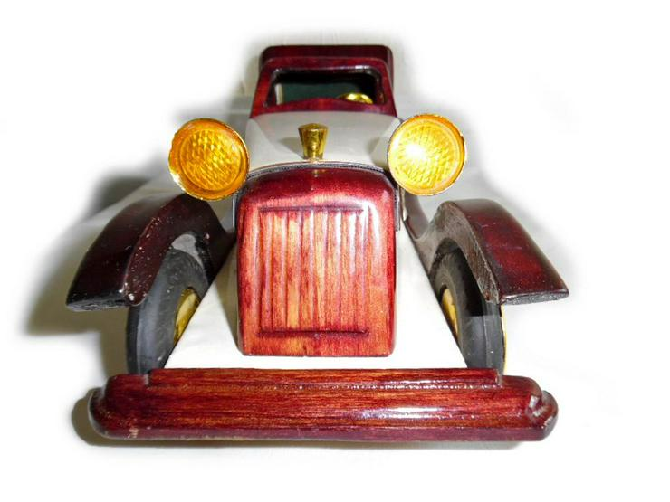 Schönes altes Modellauto