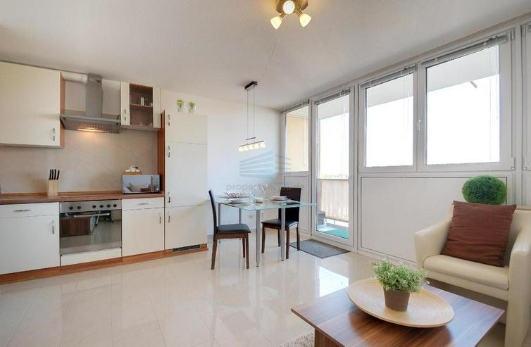 Bild 2: Sehr schönes möbliertes 1-Zimmer Appartement mit Balkon, Garage, Waschmaschiene und Inte...