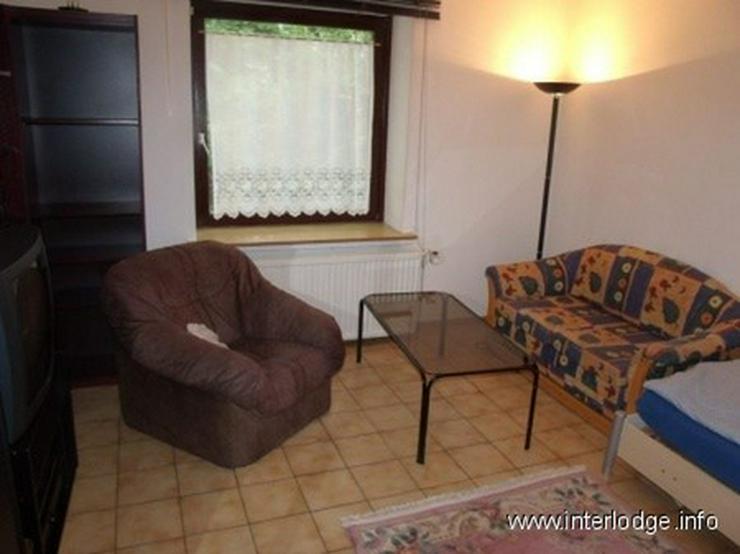 Bild 4: INTERLODGE Vollständig möbliertes Apartment mit separater Küche und Gartennutzung in Es...