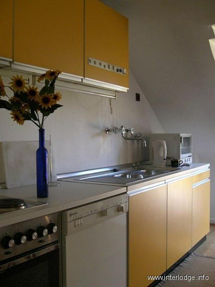 Bild 3: INTERLODGE Möblierte Dachgeschosswohnung mit Wohnküche und Balkon, ruhige Lage, in Düss...