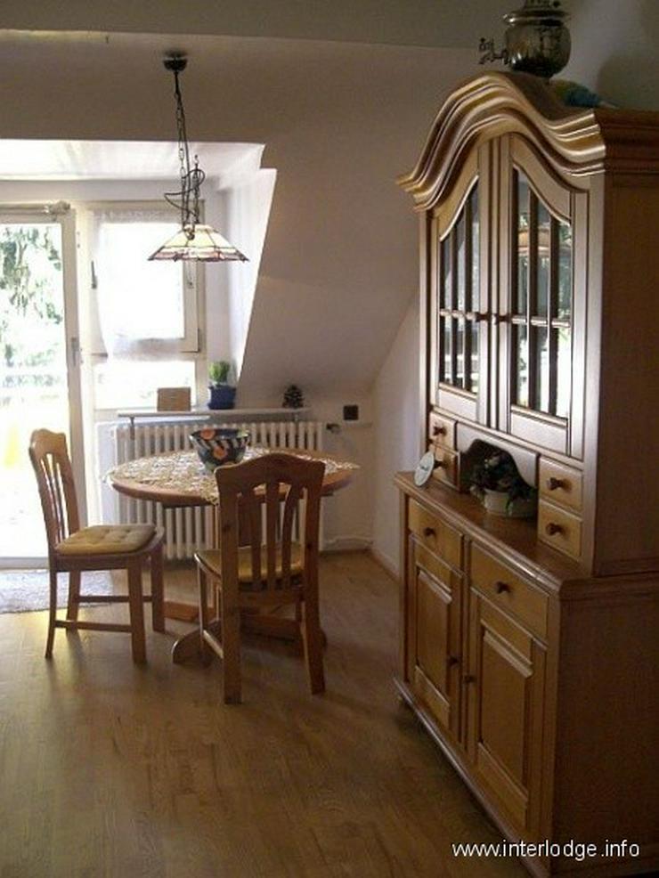 Bild 2: INTERLODGE Möblierte Dachgeschosswohnung mit Wohnküche und Balkon, ruhige Lage, in Düss...