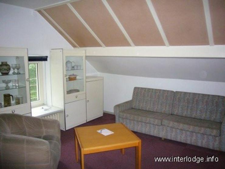 INTERLODGE Modern und zweckmäßig möbliertes Dachgeschossapartment mit Küchenzeile in B... - Wohnen auf Zeit - Bild 1
