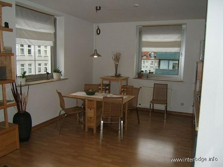 Bild 3: INTERLODGE Modern möblierte Nichtraucherwohnung mit zwei Schlafzimmern und Kamin in Essen...