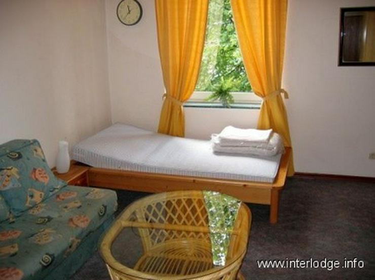 Bild 4: INTERLODGE Freundlich eingerichtetes Zimmer mit eigenem Bad in Herren-WG. Düsseldorf-Flin...