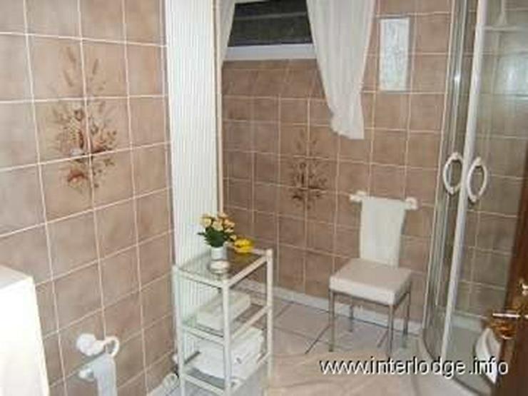 Bild 6: INTERLODGE Zeitlos möbliertes Gästezimmer für Wochenendheimfahrer in grüner Lage in Bo...