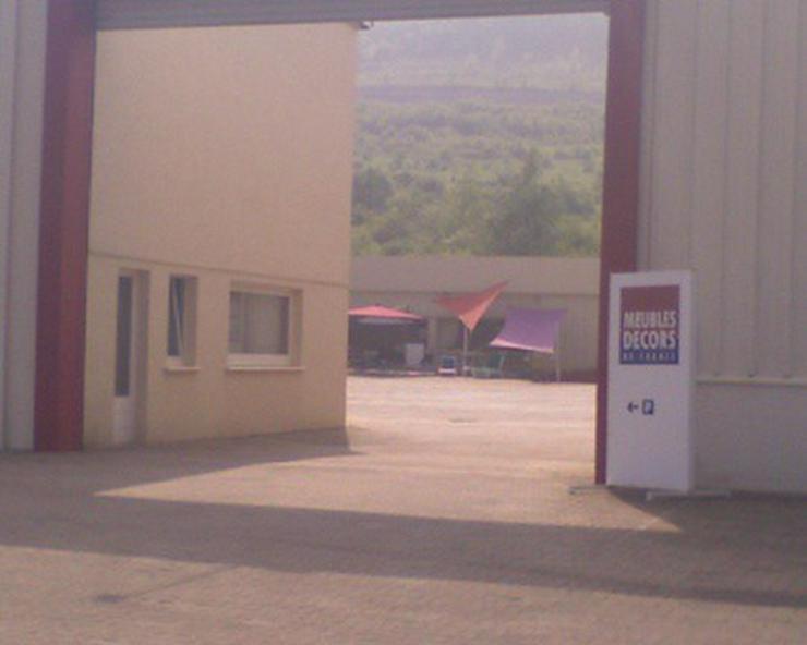 Bild 2: Lager-, Produktions- und Verkaufshalle in Durchgangslage an der Deutsch-Französischen Gre...